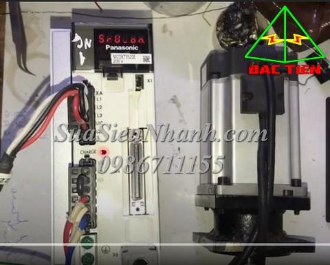 Sửa AC SERVO DRIVER PANASONIC 750W MCDKT3520E 671N Lỗi Err.16.0 Over-load protection động cơ giật rồi báo lỗi Sửa chữa AC SERVO DRIVER PANASONIC 750W Model: MCDKT3520E Serial: 671N MSME022G1B MADHT1507NB4 Mô tả hư hỏng ban đầu: Lỗi Err.16.0 Over-load protection động cơ giật rồi báo lỗi